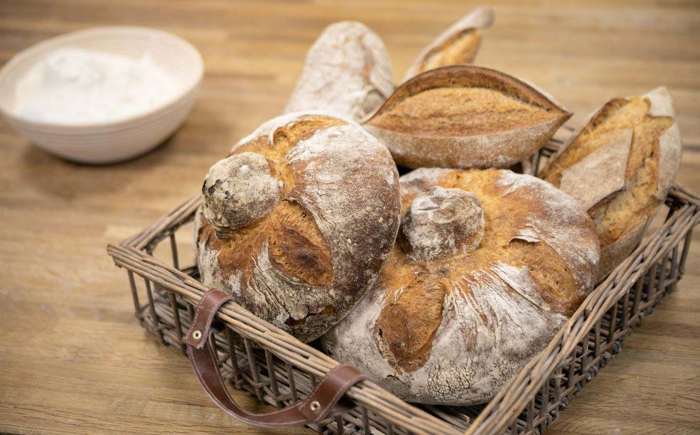 bodegon panes la alacena roja