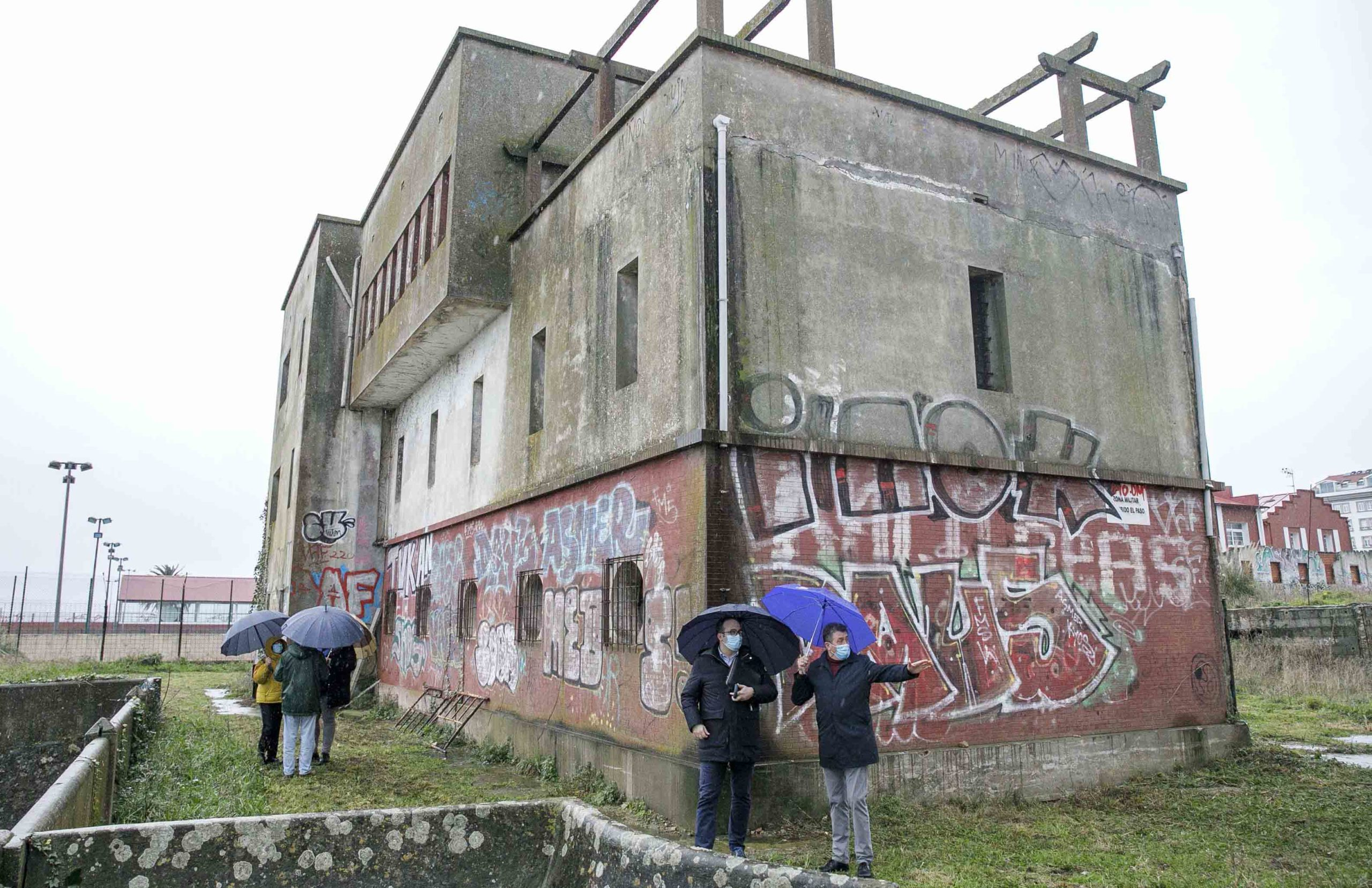 Xunta y Concello de A Coruña analizarán el edificio de la Comandancia para su transformación en albergue