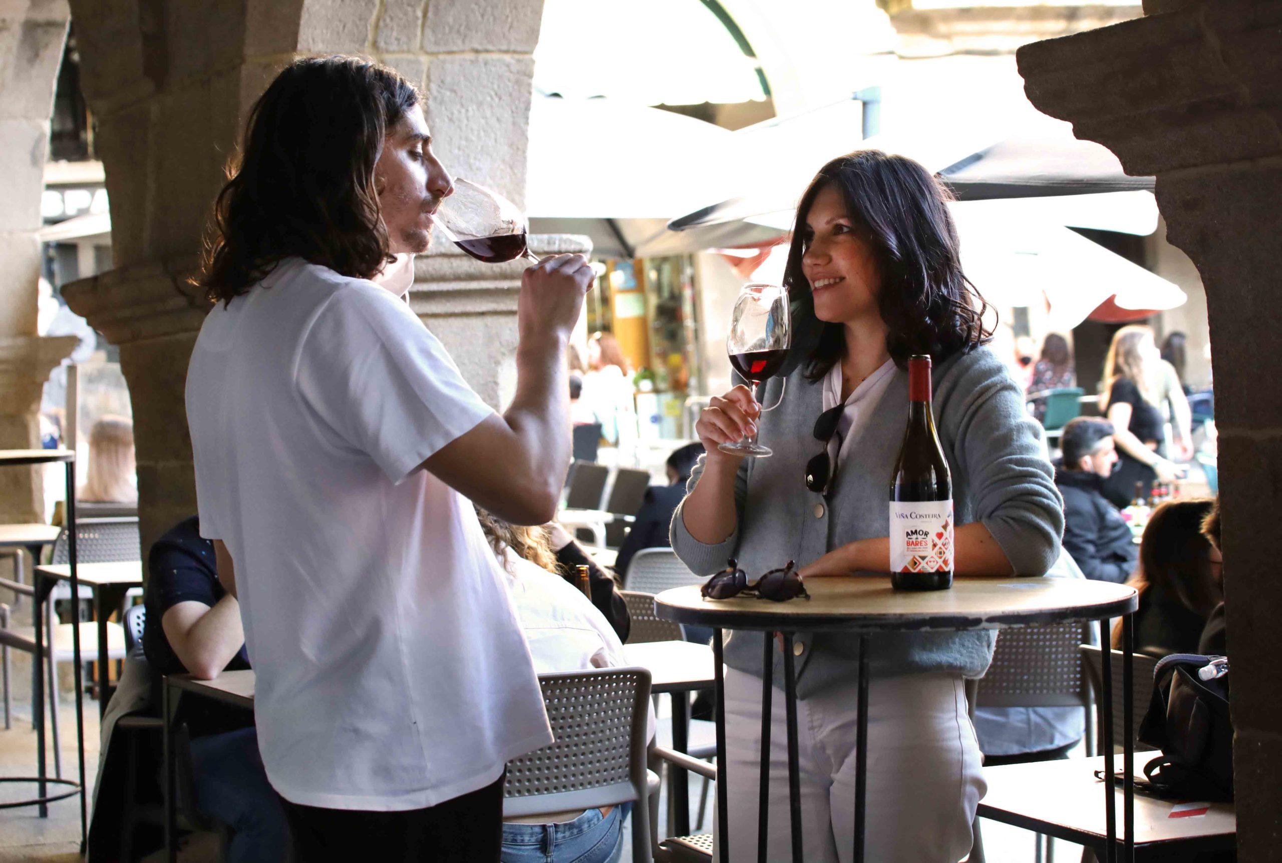 Viña Costeira continúa su apoyo a la hostelería, ahora con 'Amor de Bares Mencía'