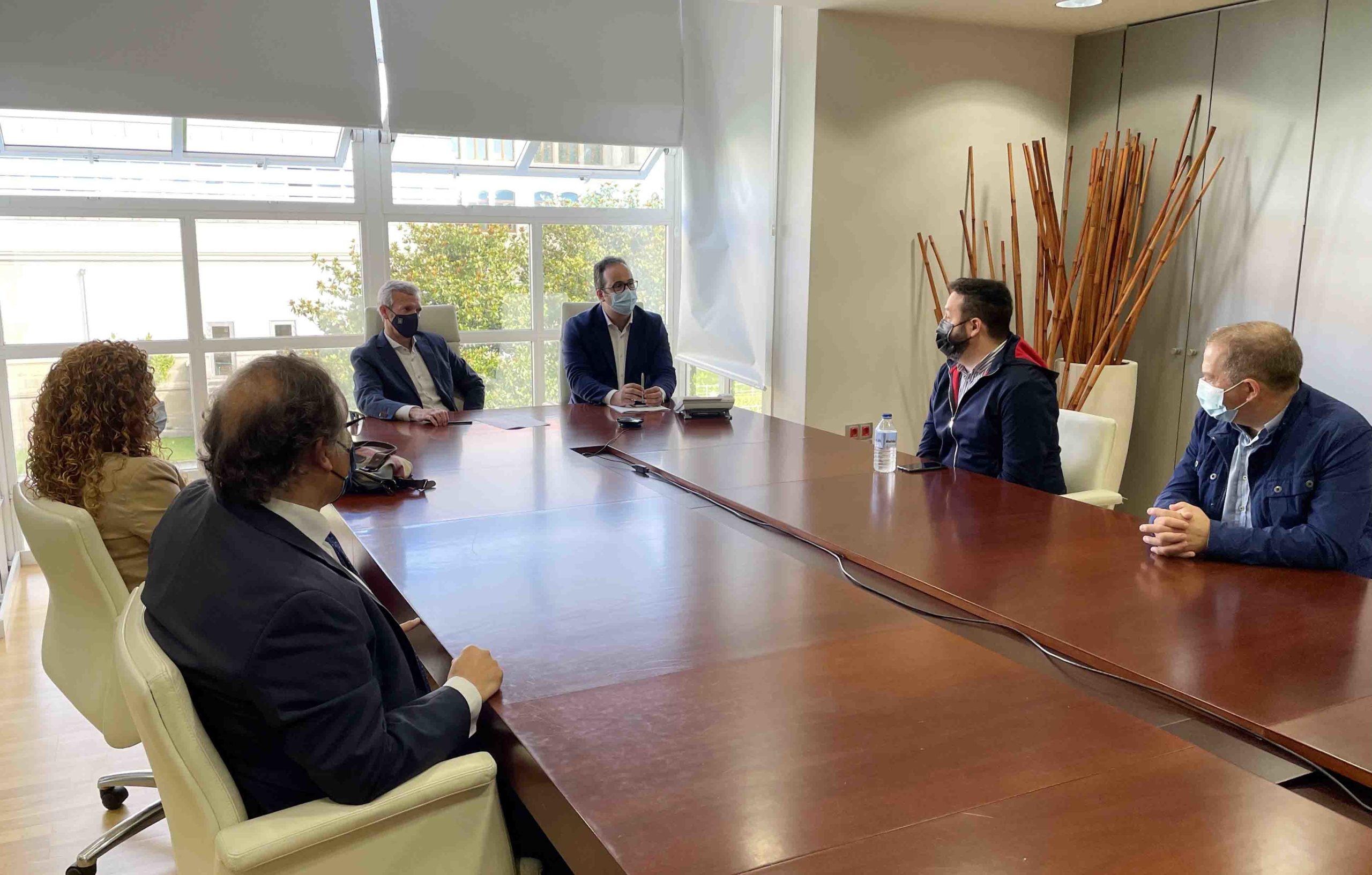 La nueva directiva de Hostalaría Compostela se presenta a Alfonso Rueda
